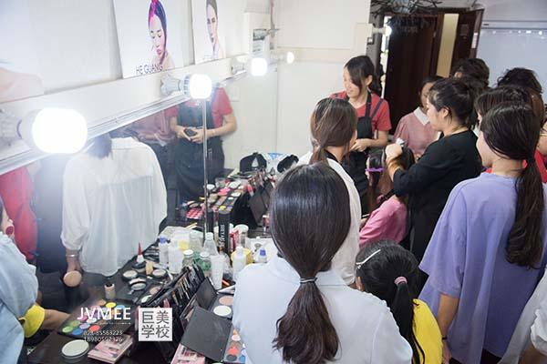 拉萨化妆培训学费是多少